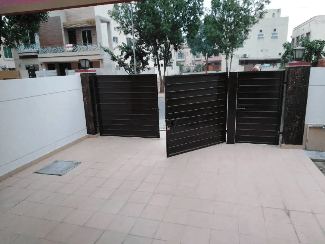 10 Marla House For Sale Jasmine Block Sector C Bahria Town Lahore