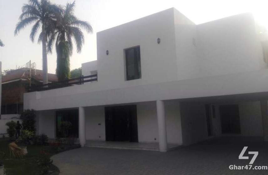 2.5 Kanal House for sale in Lahore Cantt