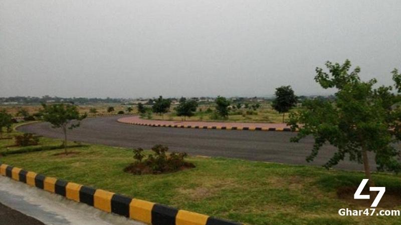 Developed and Corner Plot Of 7 Marla near to Market , Road and Masjid