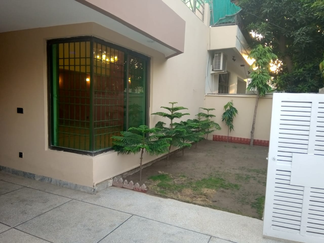 10 Marla Full House For Rent/ Phase 1 DHA Lahore