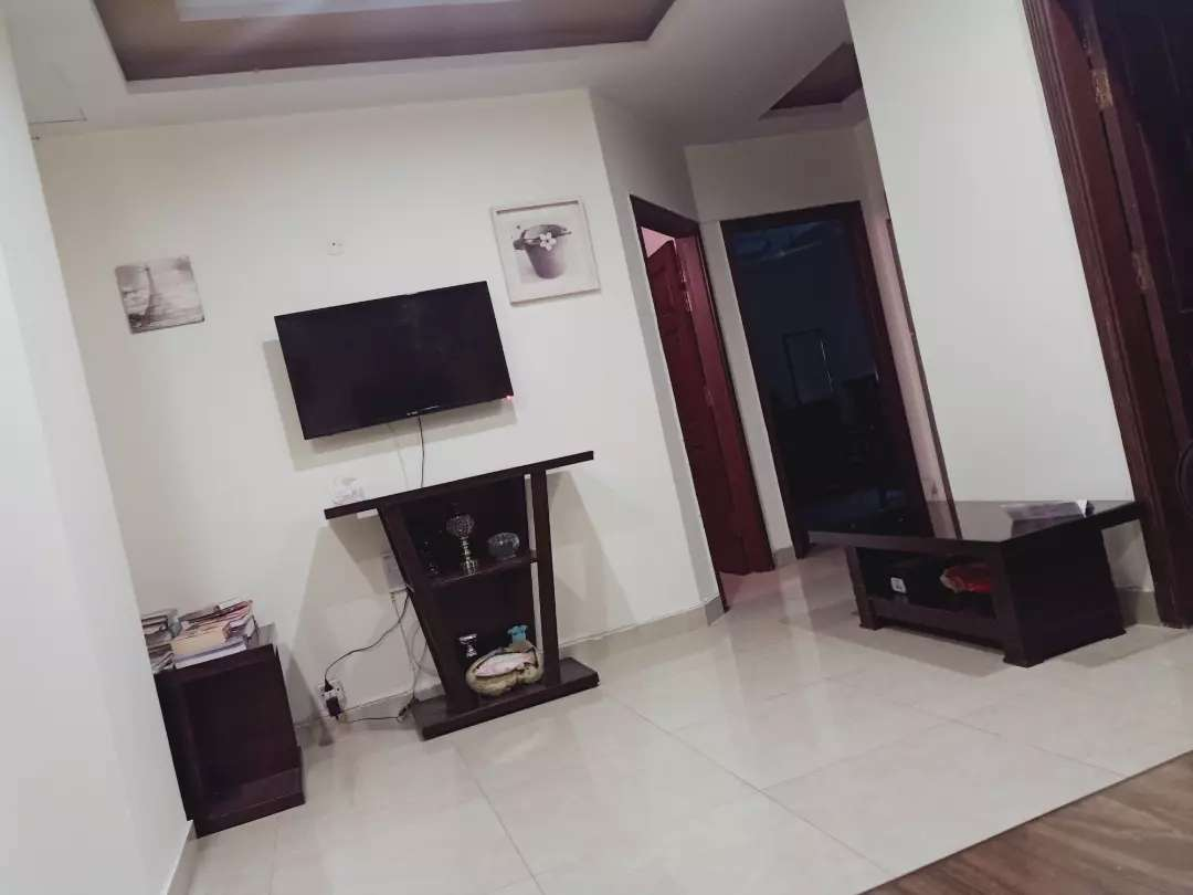 500 Sqft Room available male or female for rent in E-11 Apollo tower Islamabad