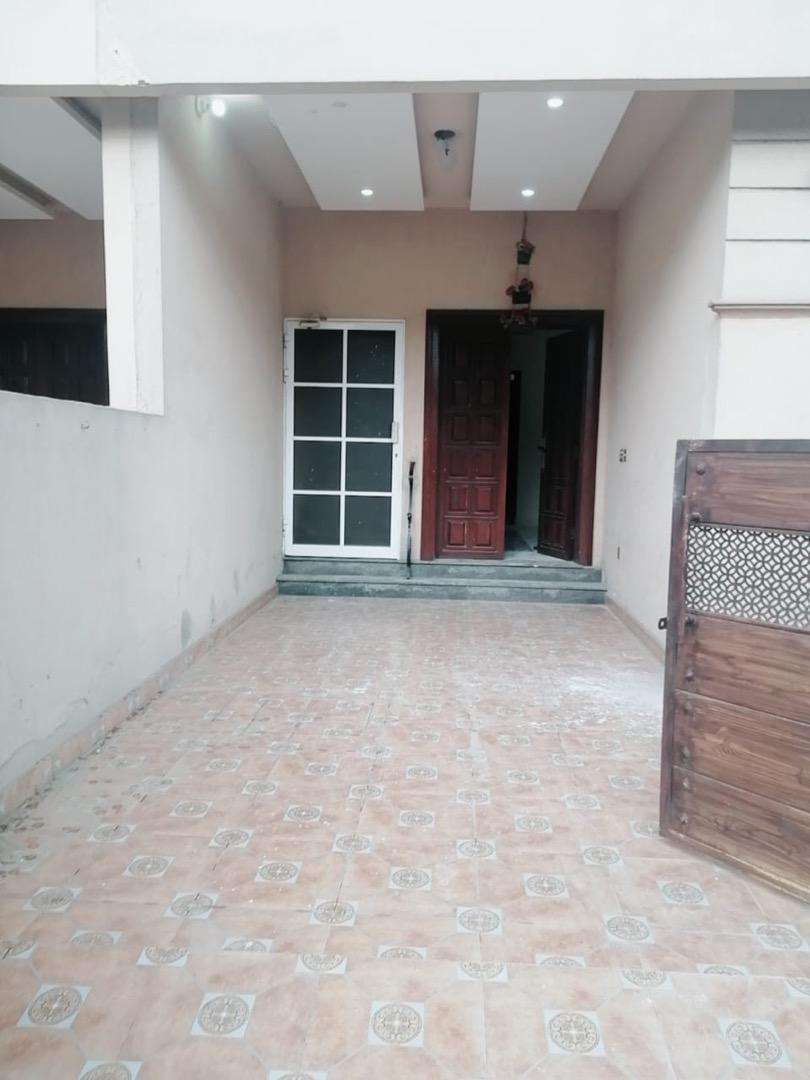 5 Marla upper portion for rent in Paragon City Lahore